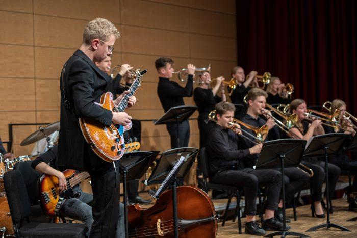 juja-wertungsspiele-manuel-wilker-gitarre-2019-orchestersaal-landesmusikakademie-lennartmoeller